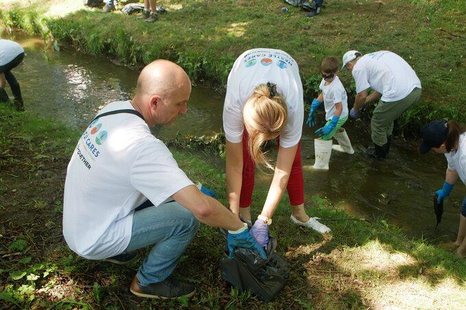 Zorganizowana przez Nestle Waters akcja sprzątania środowiska naturalnego wNałęczowie