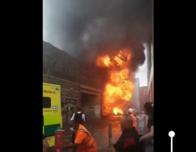Londyn. Potężna eksplozja przy dworcu. Na nagraniach widać kulę ognia