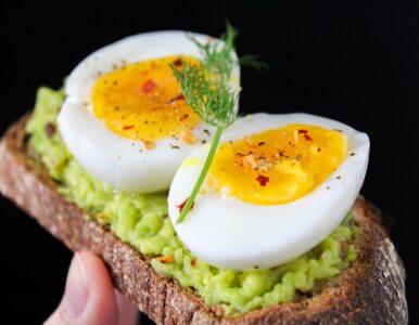 Jajka na twardo – dlaczego jedno obiera się łatwo, a inne nie?