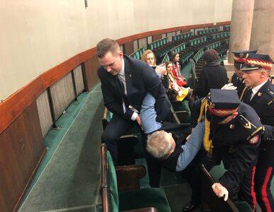 Straż Marszałkowska wyniosła z Sejmu mężczyznę. Miał zaproszenie od...