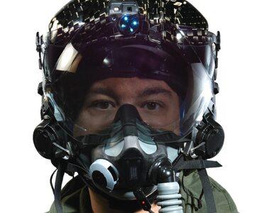 """Opracowano hełm pozwalający pilotom widzieć """"przez samolot"""""""