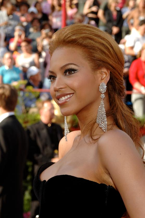 Beyonce podczas 77. ceremonii rozdania Oscarów w 2005 roku