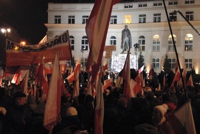 Tłumy zbierające się przed manifestacją PiS