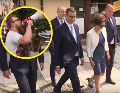 Policja zatrzymała mężczyznę, który krzyczał podczas wizyty premiera....