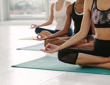 Jak złagodzić ból w dole pleców? Wypróbuj jogę i Tai Chi