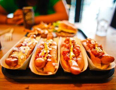 Ile hot dogów może zjeść człowiek w ciągu 10 minut? Naukowcy obliczyli...