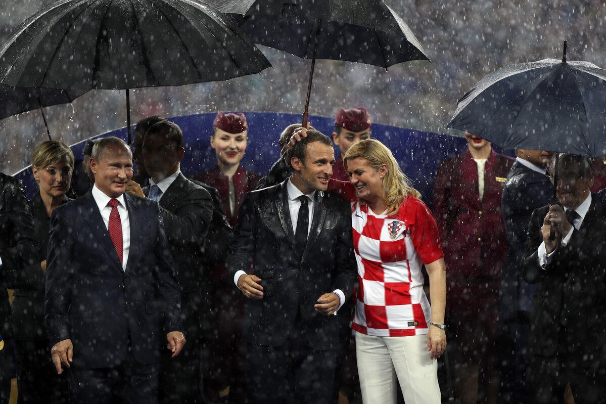 Początkowo ochroną parasola mógł cieszyć się jedynie prezydent Putin