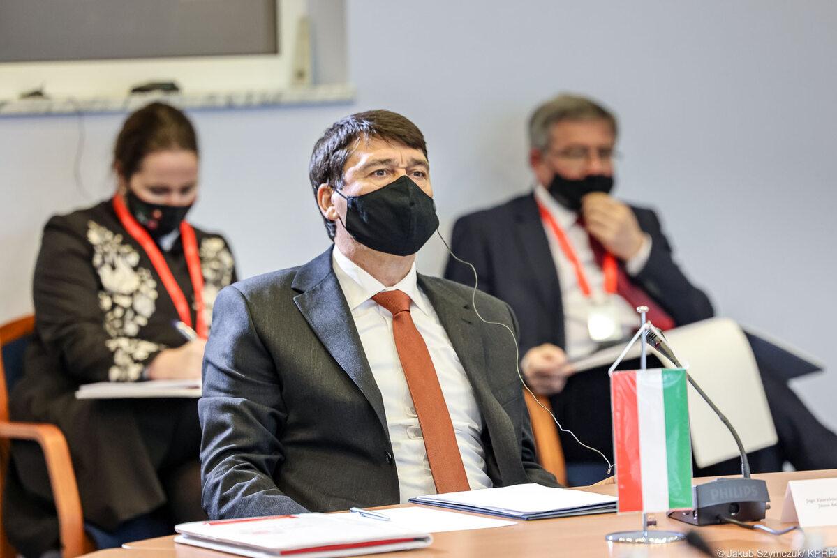 """Pierwsza sesja plenarna """"30-lecie Grupy Wyszehradzkiej – współpraca europejska i transatlantycka"""""""