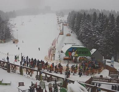 Tłumy narciarzy i snowboardzistów na stokach. Policja zapowiada kontrole