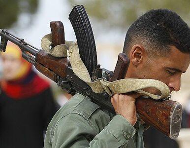 Rebelianci: siły Kadafiego strzelały do tłumu
