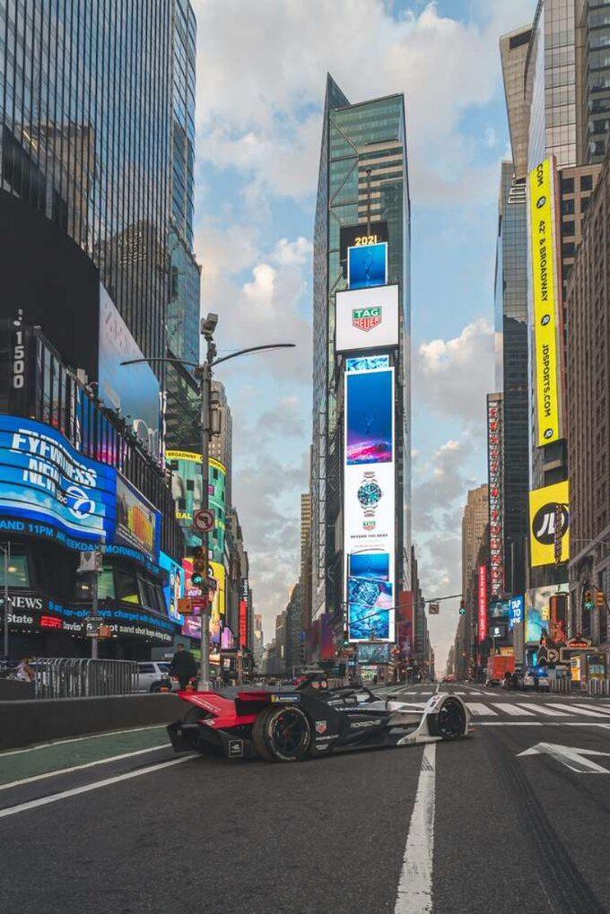 Elektryczne Porsche naTimes Square