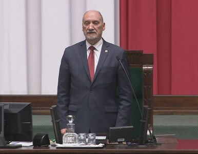 Wpadka Macierewicza na inauguracji Sejmu. Co zaśpiewał marszałek senior?