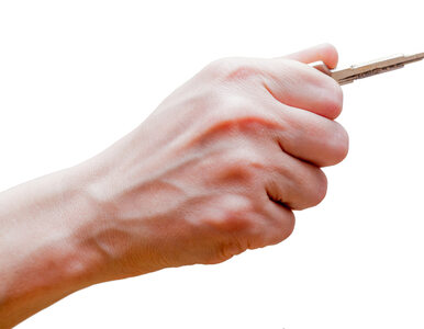 Kiedy idziesz sama ulicą, trzymasz w ręce klucze, by ochronić się przed...