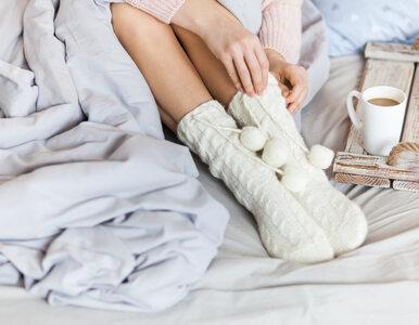 Lubisz spać w skarpetkach? Ekspert tłumaczy, dlaczego to najlepszy (i...
