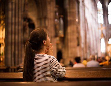 """W Mrągowie modlono się o """"unicestwienie wież 5G"""". Stanowcza reakcja kurii"""