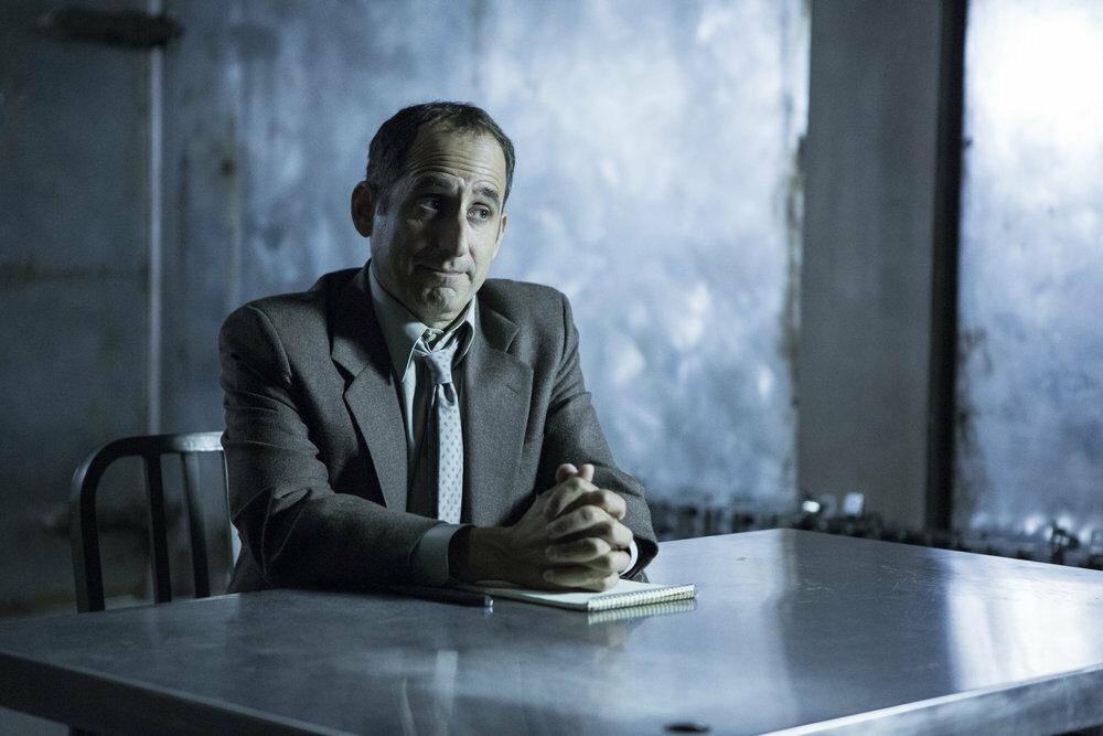 "Peter Jacobson w filmie ""Kolonia"" (2016)"