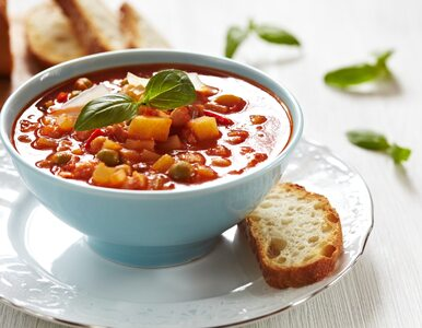 Nie chcesz zmarnować  warzyw z lodówki? Przygotuj minestrone – zupę z...