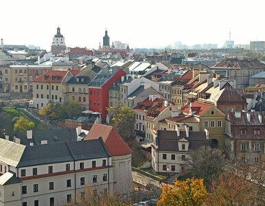 """Jednoosobowa procesja ulicami Lublina. Proboszcz modlił się o """"oddalenie..."""