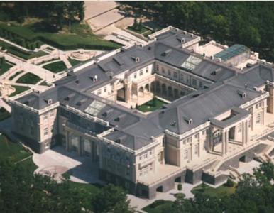 """Nawalny pokazał """"pałac dla Putina"""". Posiadłość robi wrażenie"""