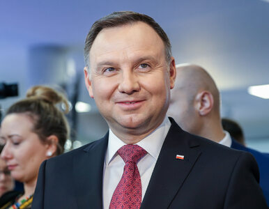 Andrzej Duda na Kongresie 590. Wręczył Nagrody Gospodarcze i ukręcił sok...