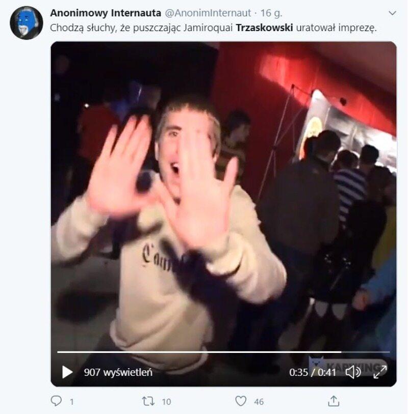 Mem z imprezującym Trzaskowskim