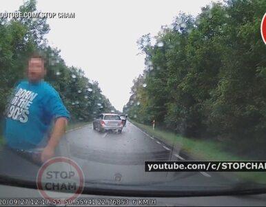 Zobacz zemstę na drodze. Ścigali kierowcę, bo zwrócił im uwagę