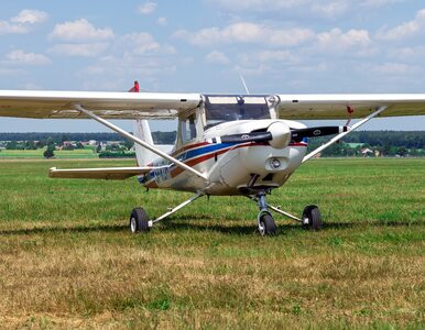 Na polu pod Kielcami awaryjnie wylądował samolot szkoleniowy. Miał...