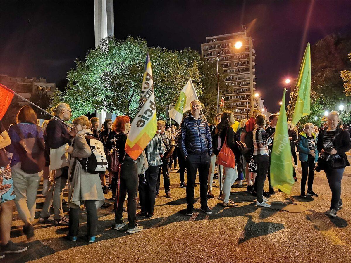 """Demonstracja po przyjęciu """"lex TVN"""" przez Sejm, 11.08"""