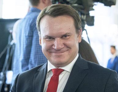 """Tarczyński kpi z makijażu dziennikarki TVN24. """"To wygląda (według mnie)..."""