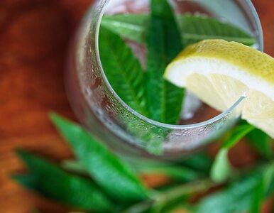 6 bezbolesnych sposobów na częstsze picie wody