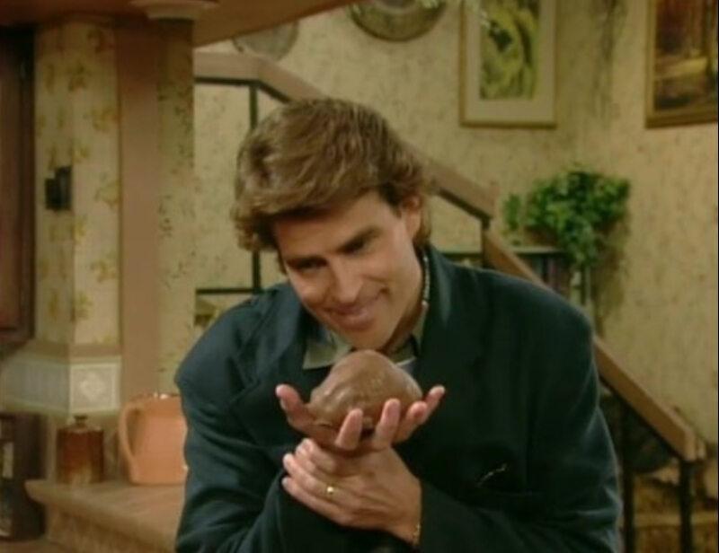 """Ted McGinley jako Jefferson D'Arcy w serialu """"Świat według Bundych"""" (1987)"""