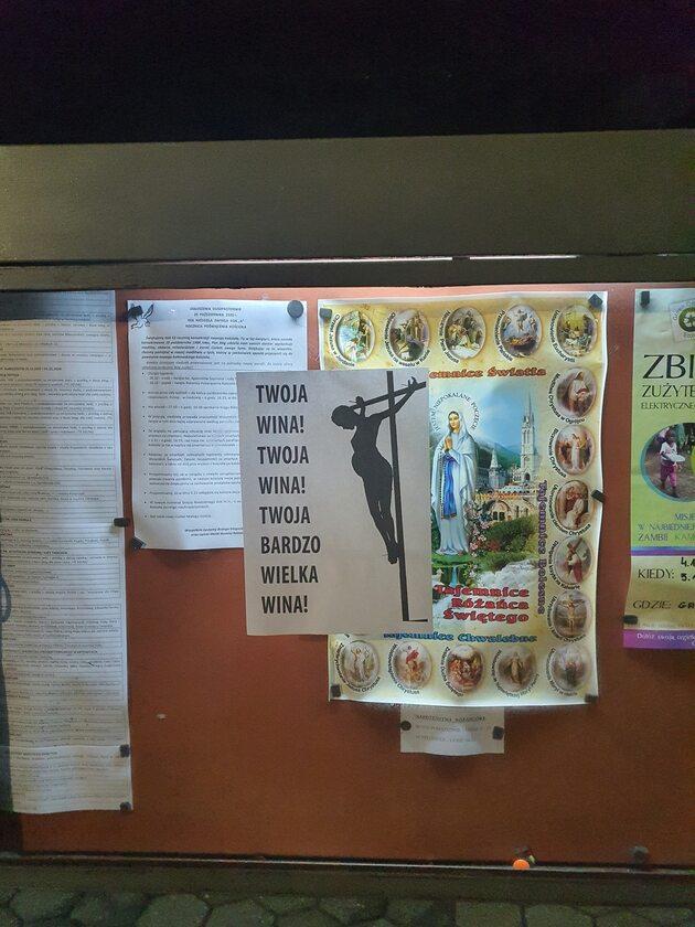 Plakat na tablicy ogłoszeniowej