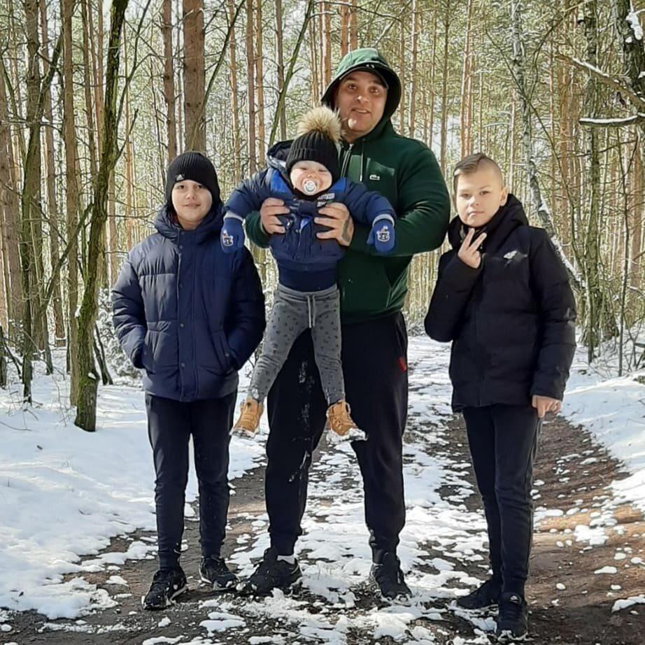 Dominik Abus z dziećmi