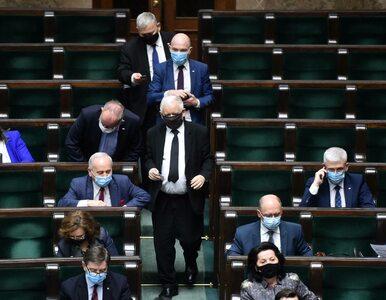 Sondaż: PiS straciłoby samodzielną większość. PO i Polska 2050 z...
