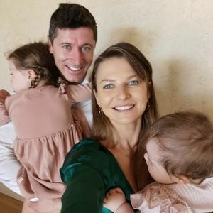 Rodzina Lewandowskich. Robert, Anna, Klara i Laura na zdjęciach