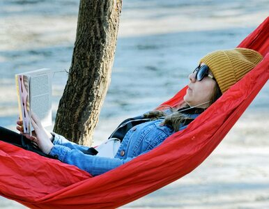5 książek idealnych na wakacje. Wśród nich wyjątkowy album o Billie Eilish