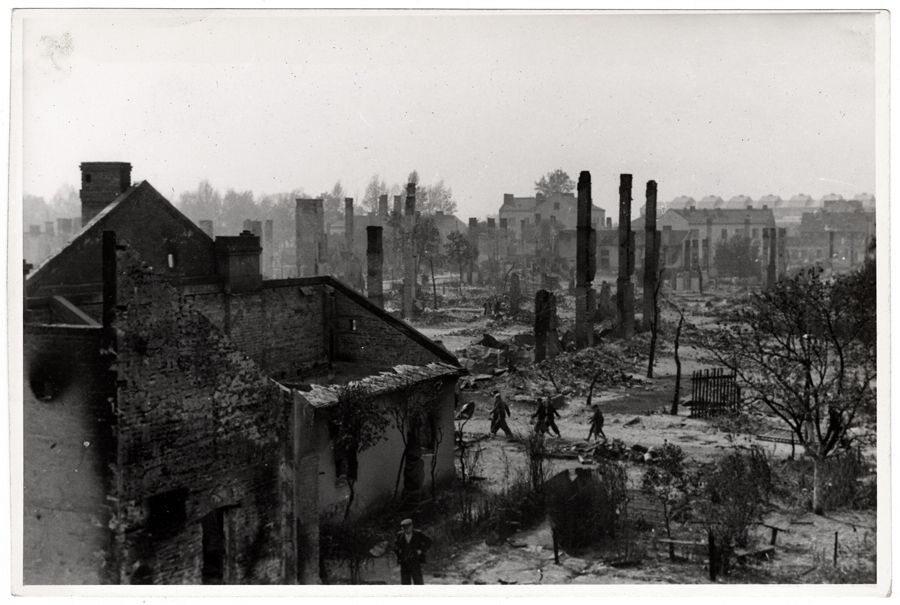Morze ruin, tyle zostało z wielu miejsc stolicy II Rzeczypospolitej...