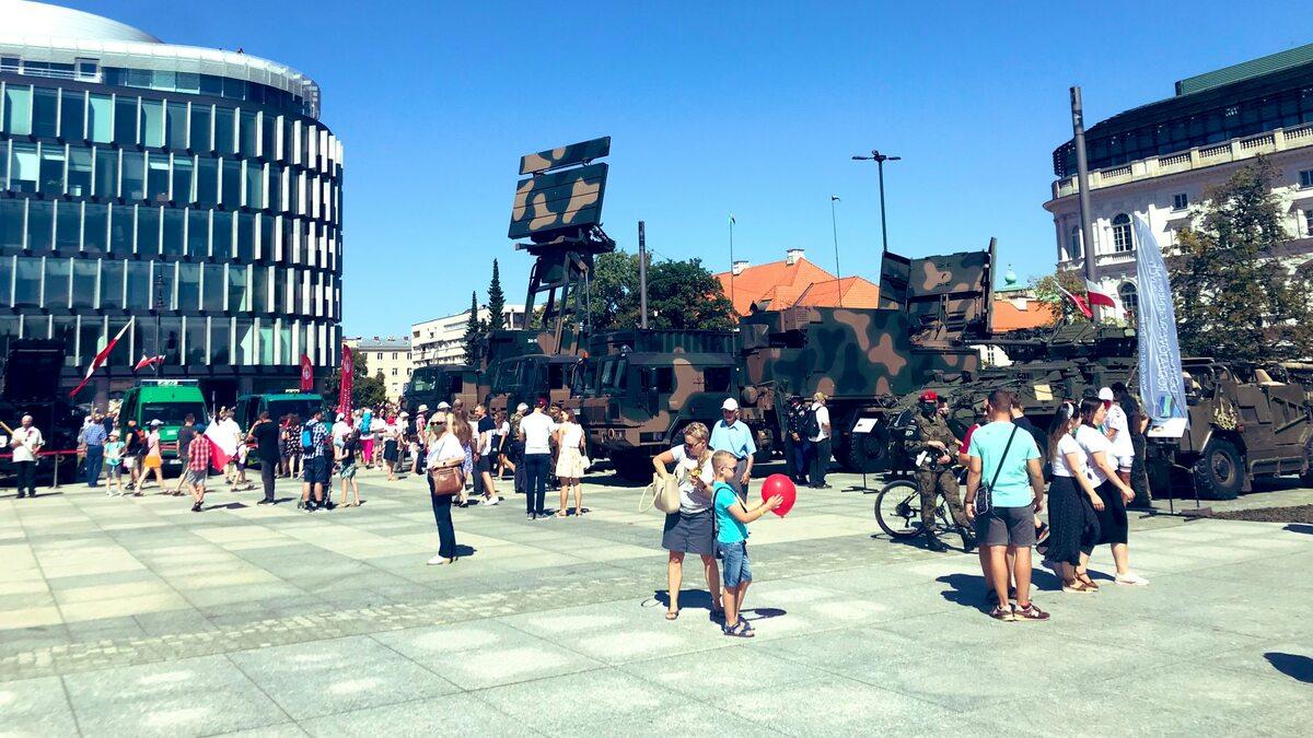 Pokaz uzbrojenia na Placu Piłsudskiego