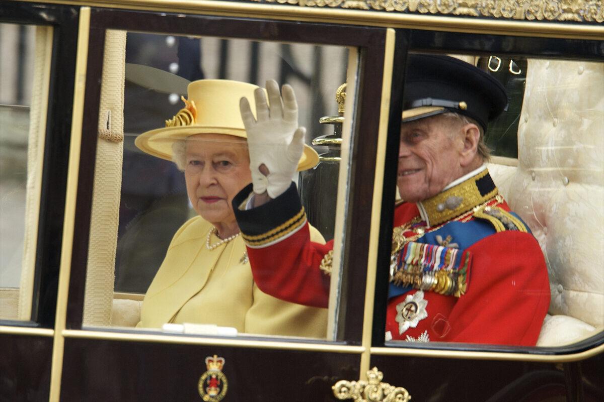 Królowa Elżbieta i książę Filip w 2011 roku w dniu ślubu księcia Williama i Kate