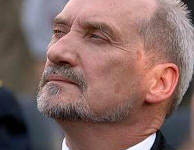 Macierewicz: Komorowski broni służb specjalnych