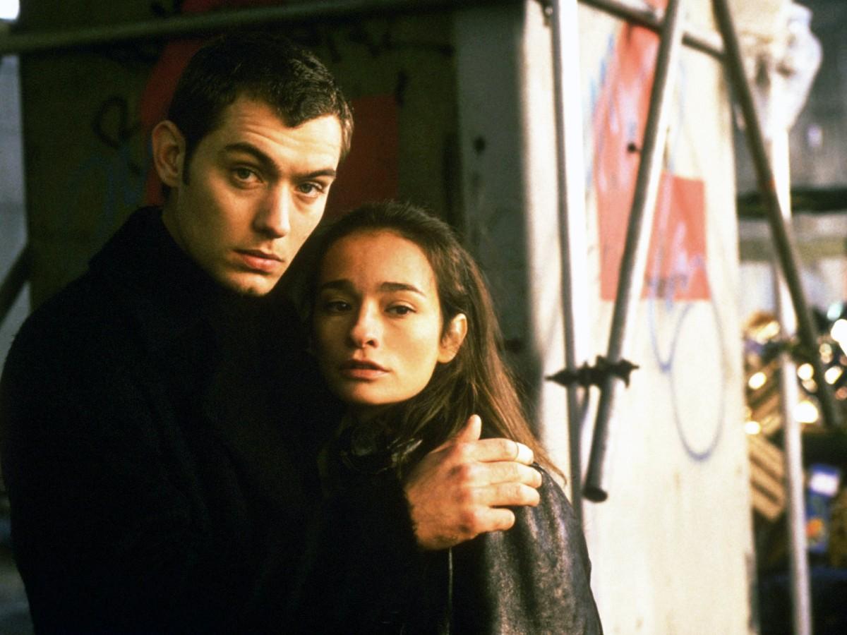 """Jude Law w filmie """"Mądrość krokodyli"""" (1998)"""