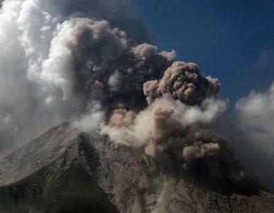 Wybuch wulkanu wyrzucił pył na wysokość 5 km. Opublikowane nagrania...