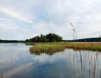 Na jeziorze zatonęła łódka. Dwie osoby zaginęły