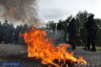 Policjanci ćwiczą na poligonie NATO