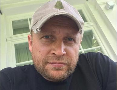 Gwiazdy komentują wyniki wyborów. Piotr Adamczyk uderzył głową w ścianę