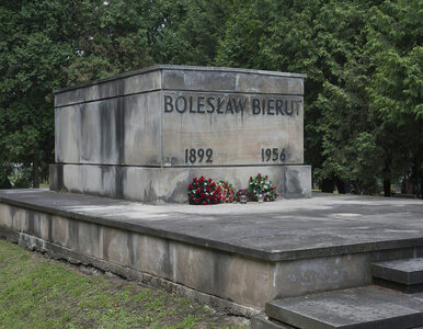 Dewastacja nagrobka Bieruta. Policja z komendy rejonowej na Bielanach ma...