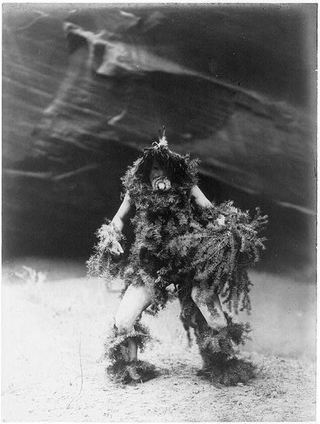 Indianin Navaho w trakcie ceremonii przywoływania deszczu, 1904 rok