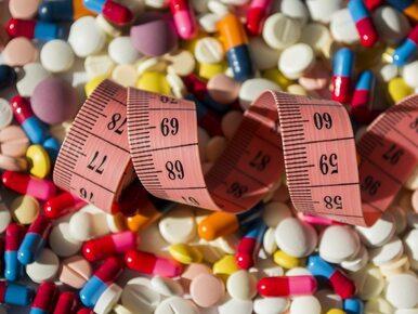 """Kobieta zmarła po """"kuracji odmładzającej"""". Krem i tabletki kupiła na..."""