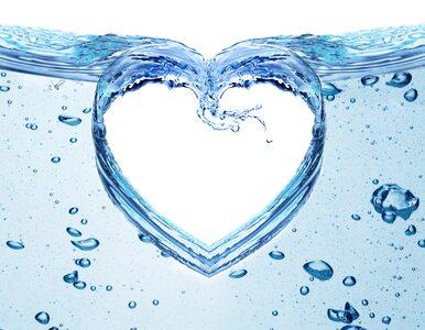 Co się dzieje z sercem, kiedy pijemy za mało wody? Kardiolodzy ostrzegają
