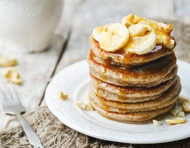 Placki bananowe idealne na śniadanie. 3 przepisy, w tym 1 wegański